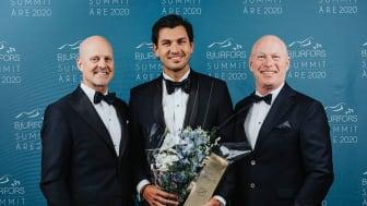 Årets bostadsrättsmäklare i Göteborgsregionen Daniel Adelsson (mitten) tillsammans med Mats Ljung (t.v.) och Sven-Erik Kristensen (t.h.)