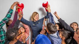 Olympier inspirerar barn i Söderköping att nå  100 varv runt jordklotet för en bättre värld