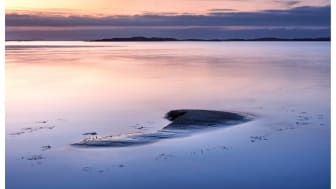 """""""She came to me in silence, her immense weight buoyed by the ocean below, the bulk of her under surface, as love often is, breathing in and out the molecules of remembrance"""". Foto: Mattias Marklund"""