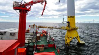 'Esvagt Dana's gangvej kan operere til begge sider og overføre teknikere til vindturbinen på sikker vis.