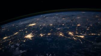 Katsaus digitalisaatioon: Työvoima hajaantuu nyt maantieteellisesti, ja pilvipalvelut voivat olla sekä suuri hyöty että ikävä maanvaiva