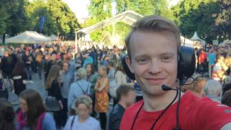 – Å være frivillig i Oslo Pride er noe av det lureste jeg har gjort. I dag har jeg mange gode venner som jeg har møtt via festivalen - den har på mange måter blitt en del av livet mitt, sier Pride Park-sjef Fredrik Dreyer. Foto: Privat.