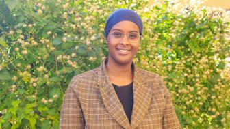 Mariam Yassin, student, praktiserar på Skyddsvärnet och har stora planer för framtiden. Foto: Rebecca Hagman, Skyddsvärnet