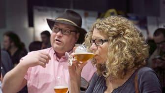 Dryck och diskussion på En Öl & Whiskymässa