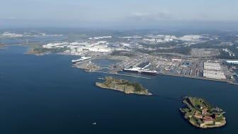 Begonia Seaways och Freesia Seaways vid en av Göteborgs hamns roroterminaler. Det är två av fartygen som bland annat används i trafiken mellan Göteborgs hamn och Storbritannien. Bild: Göteborgs Hamn AB.