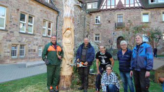 211004-pm-wommen holzskulpturen