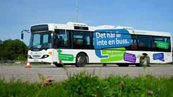 Svealandstrafikens körskoleelever övar körteknik på Finnslätten. Foto: Svealandstrafiken