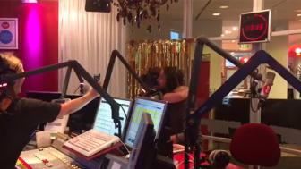 Kramkalas i studion i morse strax efter 7 när Anders Timell berättar att han ska bli pappa