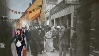 Mellan åren 1850 och 1930 vandrade 1,2 miljoner emigranter längs dåvarande Sillgatan, numera Postgatan i Västra Nordstan.