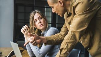 Den psykiska ohälsan på jobbet är vanligare bland yngre anställda – såväl bland kvinnor som män.