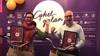 Kristian Bengtsson, Sally Bauerskolan, tog emot priset Årets cykelvänligaste arbetsplats 2019 och Linda Telje, McNeil AB, tog emot företagets utmärkelse Årets nytänk på Cykelgalan den 5 december.