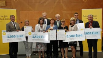 Die Gewinner des Bürgerenergiepreises Unterfranken mit Regierungspräsident Dr. Paul Beinhofer und Christoph Henzel, Leiter Kommunalmanagement Bayernwerk.