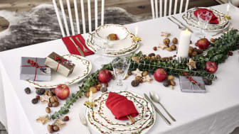 Nostalgic Christmas: the Nora Christmas collection with its playful decor covers the Christmas table in a traditional and cosy way.