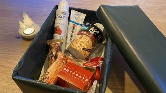 So zum Beispiel könnte ein Paket aussehen für Obdachlose. Gerne darf auch etwas für die geliebten Vierbeiner dazu.