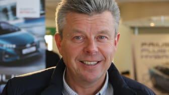 Regionleder Steinar Vesterdal håper å bidra til å styrke rekrutteringen i bilskadefaget.