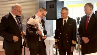 fra venstre: Roland Methling (Borgmester fra Rostock), John Brædder (Borgmester fra Guldborgsund Kommune), Christian B. Jensen (Seniorkaptajn Scandlines), Søren Poulsgaard Jensen (CEO Scandlines)