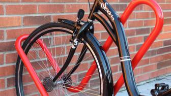 Kärleksfullt cykelställ från Lappset