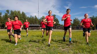 Undersökningen visar att dubbelt så många som tränar mer än fyra timmar i veckan gör det för att det är kul än de som tränar en till tre timmar i veckan. Foto: Jeff Thorén