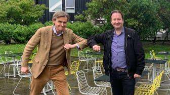 - Löfbergs ger oss goda förutsättningar att höja kaffeupplevelsen för våra gäster ytterligare några snäpp, säger Karl Elmstedt på Sabis. Här tillsammans Leif Sjöblom från Löfbergs.