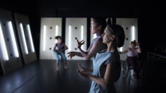 Dansare; Jannine Rivel, Emilia Wärff, Stine Marcinkowski, Nasreen Aljanabi Larsson. Fotograf José Figueroa