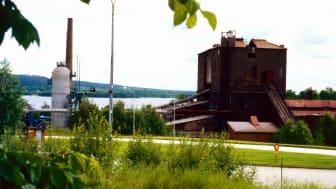 Masugnen vid Guldsmedshytte bruk på 1980-talet. Fotograf: Kjell Gustavsson. Bildkälla: Lindesbergs kulturhistoriska arkiv, Tillväxtförvaltningens kulturenhet.