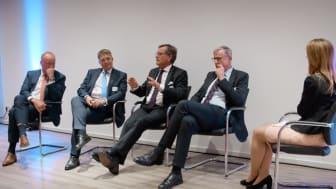 Expertenrunde (v.l.n.r.): Peter Vullinghs, Thomas Ballast, Prof. Dr. Frank Ulrich Montgomery und Dr. Markus Müschenich mit der Moderatorin Sabrina Marggraf