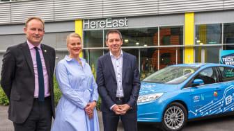 STOLTE: Her er (fra venstre) direktør Gavin Pool i Here East, Claire Cockerton, direktør for innovasjonssenteret Plexal, og Europa-sjefen i Ford Europa Steve Armstrong.
