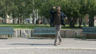 """Stillbilde fra filmen """"Fremtidens forbrytelser - en film om en film om en bok om en by"""" (2019) regissert av Javier Izquierdo og produsert av osloBIENNALEN FØRSTE UTGAVE 2019-2014"""