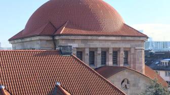 Sanierungspreis 17 Steildach: Mit der komplexen Sanierung des Kuppeldaches einer Synagoge in Frankfurt setzte sich die Dachdeckermeister Willy A. Löw AG durch.