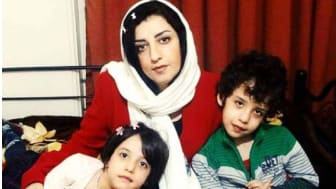 Narges Mohammadi med sina barn