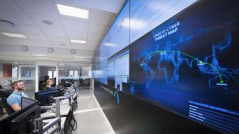 Telenors eksperter på cybersikkerhet følger trafikken i nettet hele døgnet. Foto: Jan Peter Lehne