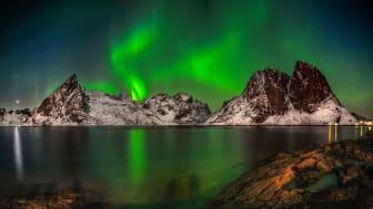 Norrsken fotat i Hamnøy Olstinden på Lofoten i Norge. Foto: Ronny Olsson