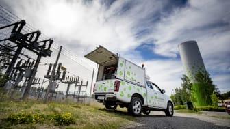 Linde energi-bil framför transformator och ackumulatortank