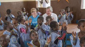 Camilla Viken, generalsekretær i UNICEF Norge og Norwegians konsernsjef Bjørn Kjos i Mali i 2017