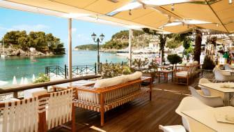 Parga har meget af det, danskerne elsker ved Grækenland som ferieland.