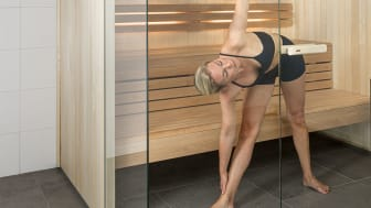 sauna_yoga_extended_triangle_pose