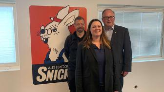 Woody Bygghandels VD Peter Sjödahl (t.h.) tillsammans med Kim Jakobsson och Tommy Leksäther från Järn AB Södertorg.