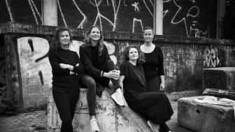 Kunstnergruppen Tokyo Blue består af (fra venstre) Lys- og rumdesigner Silla Findstrøm Herbst, kunsthistoriker og kunstnerisk rådgiver Helle Frøjk Knudsen, lys- og tekstildesigner Katrin Barrie Larsen og billedkunstner og ingeniør Astrid Espenhain.