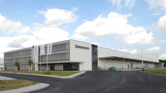 Full fart i Jungheinrichs nya fabrik för plocktruckar och systemtruckar