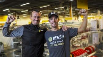 Anders Spinnars tillsammans med Christian Mickelsson som är den första guldkunden i Beijer Byggmaterials kundklubb för proffs.