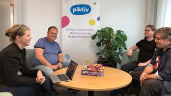Johan Bjering, tvåa från vänster, kom till Science Park Skövde 2009 och blev en del av startup-programmet. Nu driver han Piktiv med 40 anställda på tre platser i landet.
