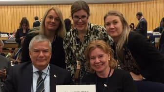 Delar av den svenska delegationen vid IMO:s generalförsamling. Övre raden: Helén Johansson, Marina Angsell och Andrea Ahlberg. Främre raden: Jonas Bjelfvenstam och Pernilla Wallin.