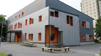 Förskolan Tabulatorn är byggd utifrån konceptet Framtidens förskola som tagits fram av Skolfastigheter i Stockholm. Det finns färdiga lösningar för interiören, men exteriören skräddarsys.