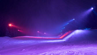 Unique snow park covered in colored lighting enhances skiing experience in Åre