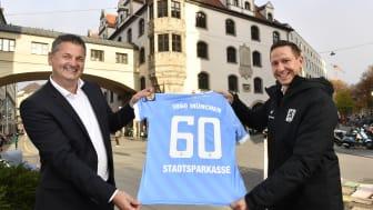 Kundenbetreuer Jörg Bertram (li.) und 1860-Geschäftsführer Marc-Nicolai Pfeifer freuen sich auf ein weiteres, gemeinsames Jahr.