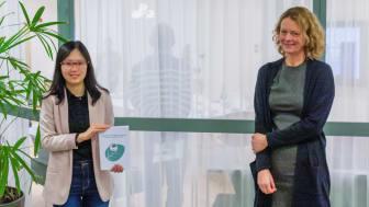 Yan Ji och hennes handledare professor Åsa Strand, Institutionen för fysiologisk botanik. Foto: Anne Honsel