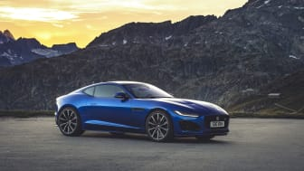 Jag_F-TYPE_R_21MY_Velocity_Blue_Reveal_Switzerland_02.12.19_04