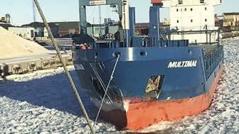 Bogserbåten Viscaria har kopplat bogservajern till ett handelsfartyg. Dragkraften i vajern registreras med teknisk utrustning. Foto: Sjöfartsverket