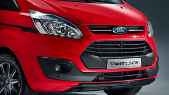 FordGoFurther2016_TransitCustom_red_detail_eciRGB_05_12