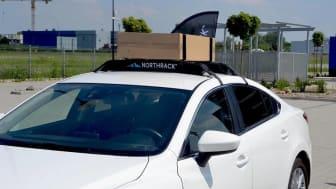 Det mjuka takräcket passar de flesta bilmodeller med fyra dörrar.